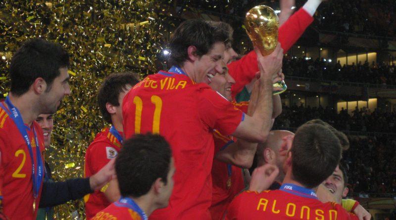 Joan Capdevila levanta la copa del campeón del mundo