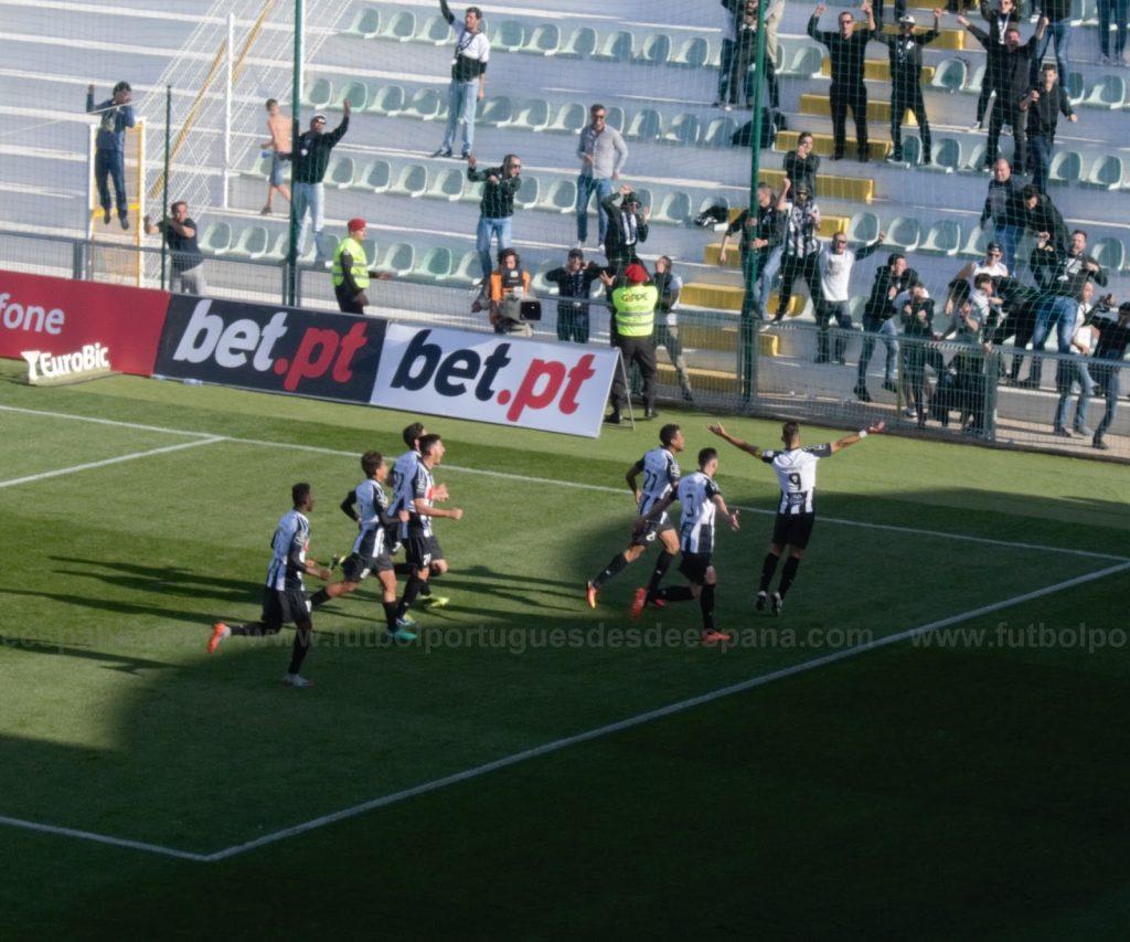 Pires celebra su tercer gol ante Moreirense en la victoria de Portimonense por 4-3.
